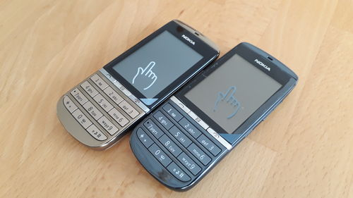 Nokia Asha 300 Touch and Type  in Graphite und Gold